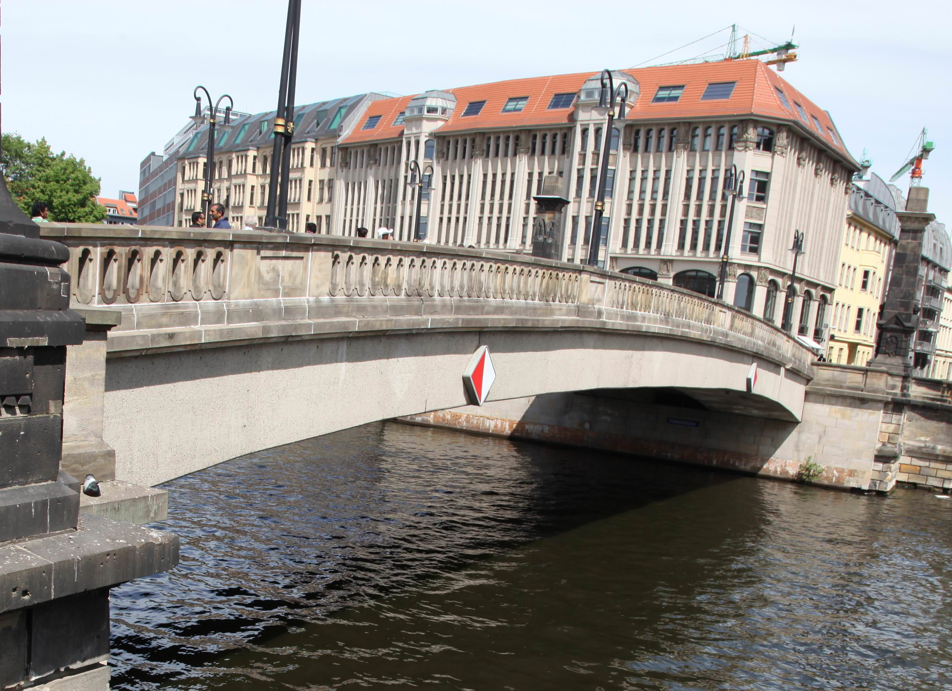 Brückenseiten kritisch betrachtet
